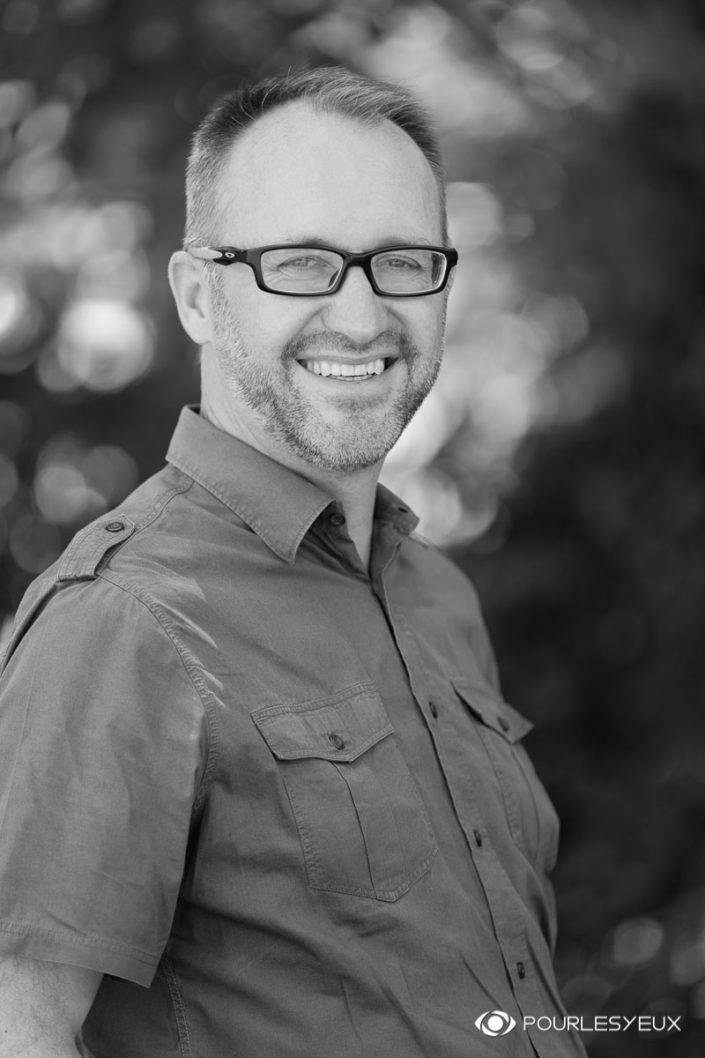 photographe genève extérieur homme corporate tcs portrait entreprise suisse noir blanc