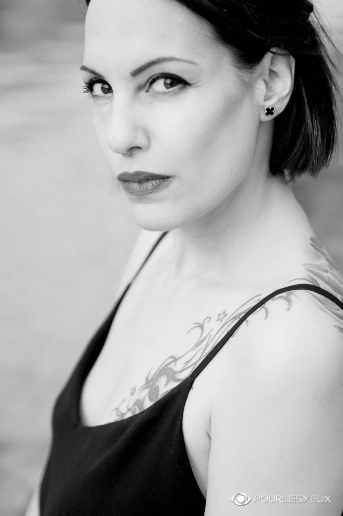 photographe genève extérieur carouge femme fashion mode portrait noir blanc