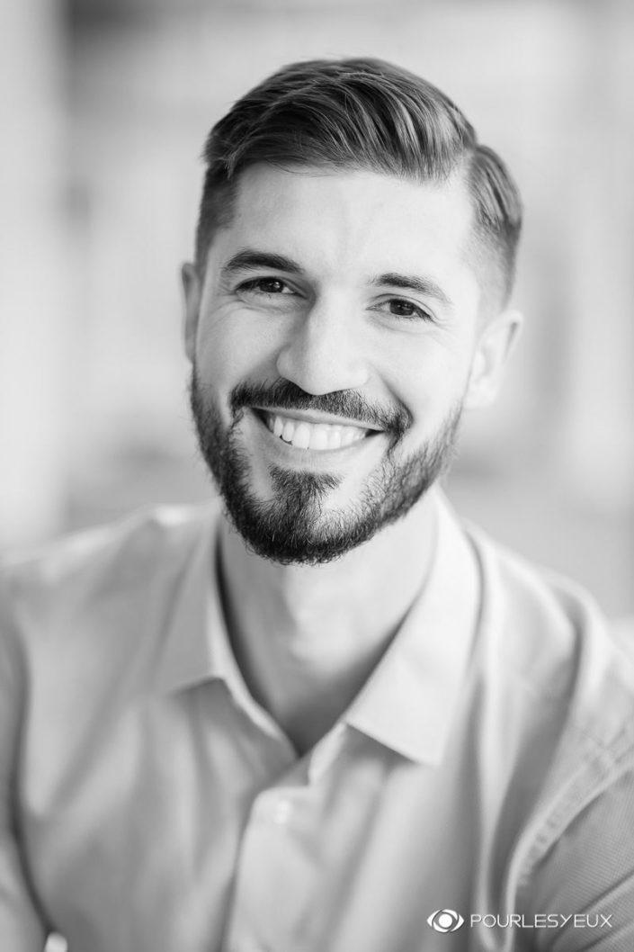 Photo CV corporate pour hommes - En noir et blanc - Photo portrait