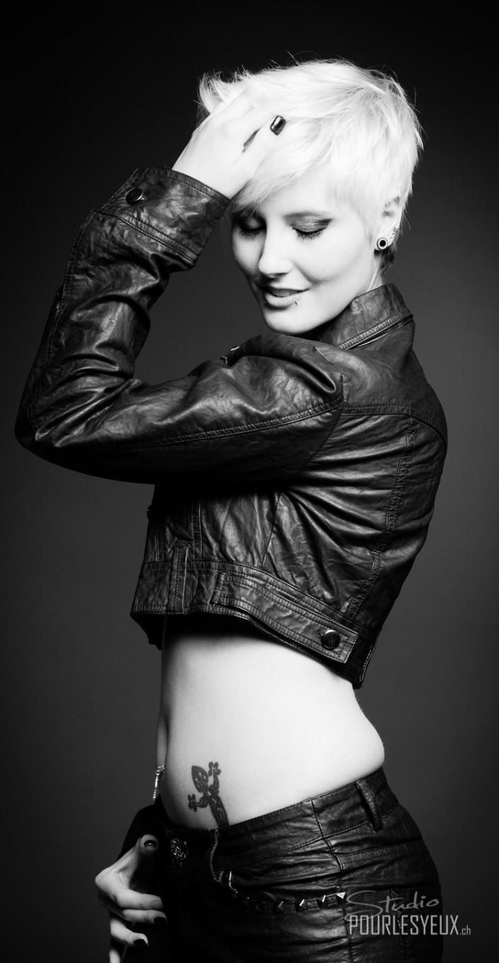 mode fashion noir et blanc femme photographe geneve