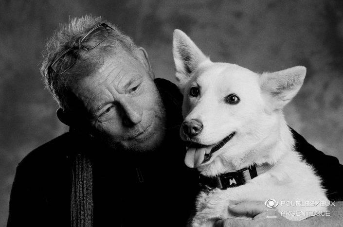 portrait photographe genève séance photo argentique noir blanc chien homme