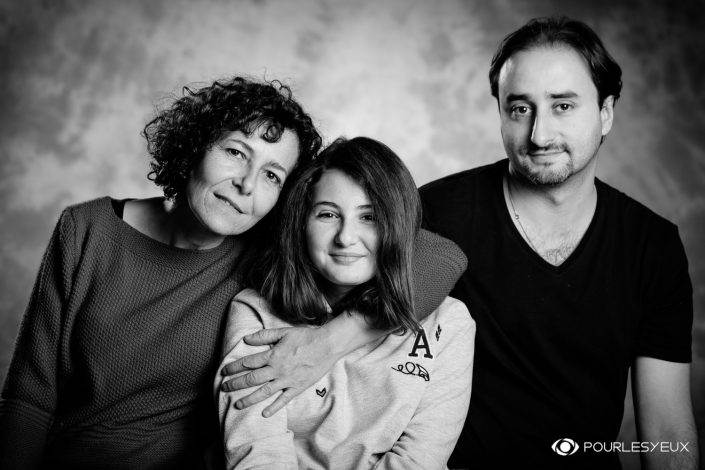 portrait photographe genève séance photo famille noir blanc enfant fille