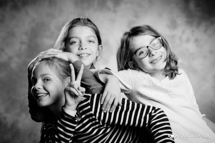portrait photographe genève séance photo fille enfant noir blanc famille