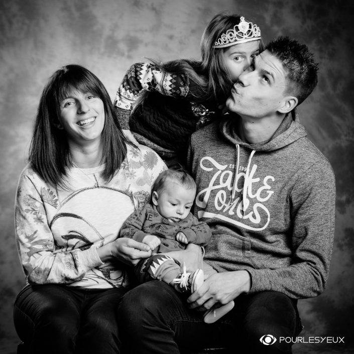 portrait photographe genève séance photo famille noir blanc nourrisson enfant papa maman