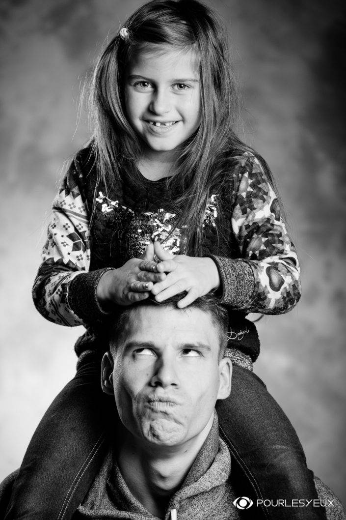 portrait photographe genève séance photo père fille famille noir blanc