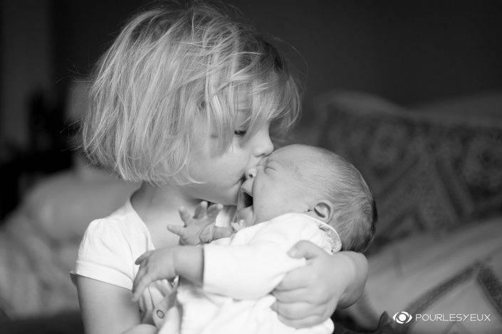photographe genève extérieur nourrisson bébé baby babybook enfant séance photo shooting noir blanc