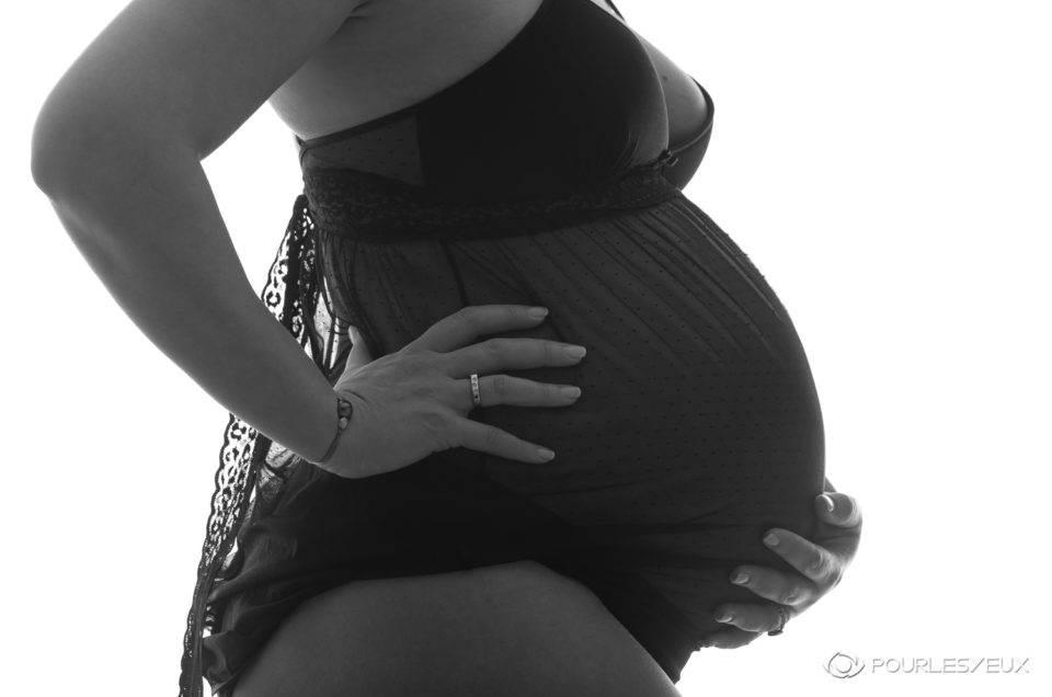 Photographe Genève suisse famille enceinte grossesse noir blanc