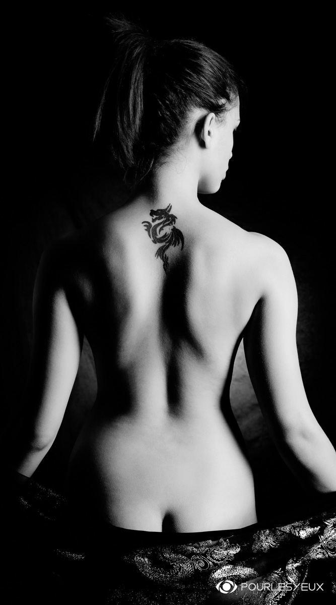 photographe Genève femme nu glamour tatoo