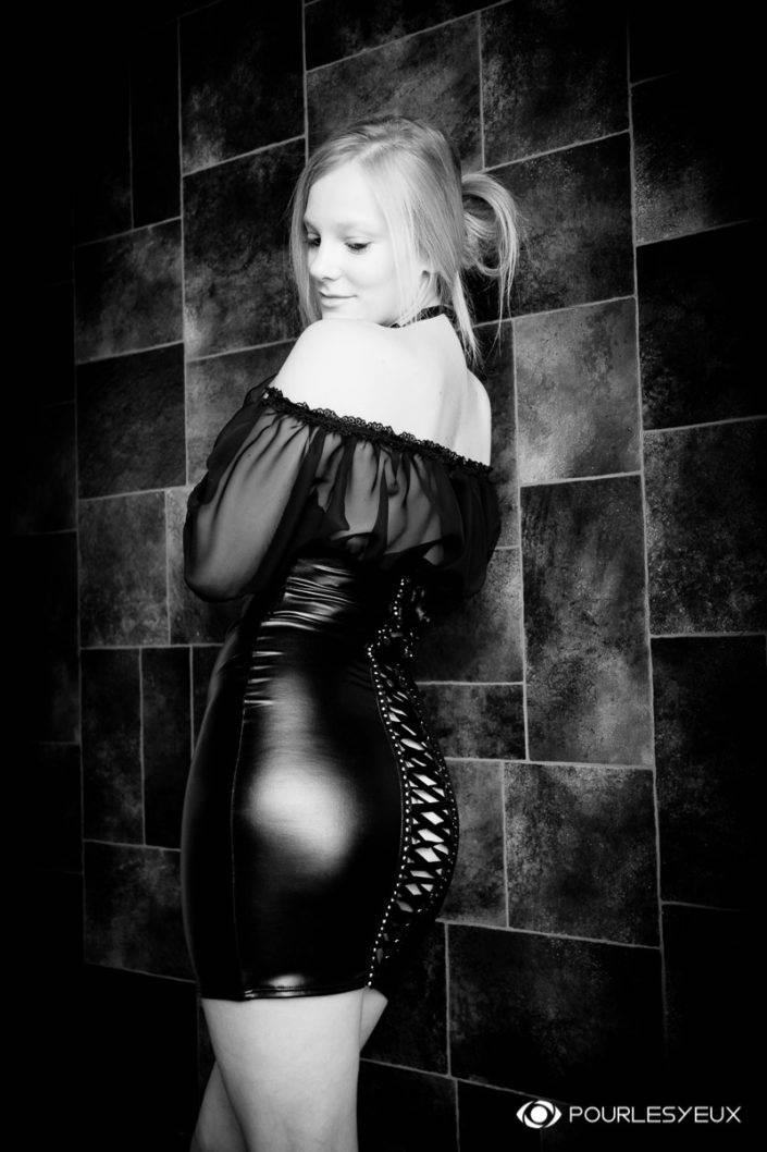 photographe Genève femme glamour lingerie noir et blanc