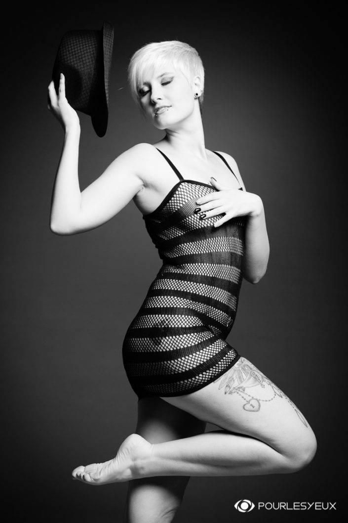 photographe Genève femme glamour filet noir et blanc