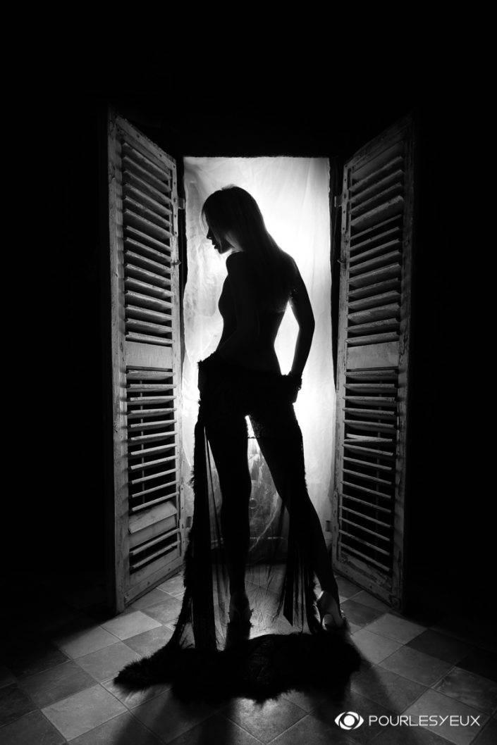 photographe Genève glamour lingerie noir et blanc