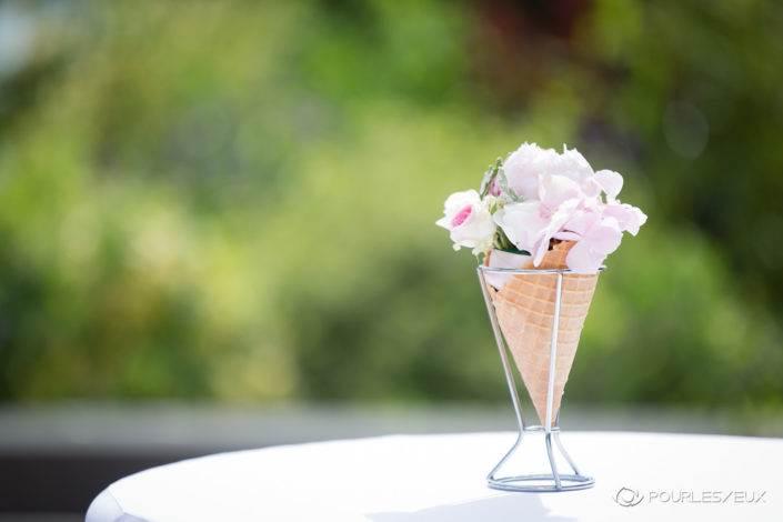 Photographe mariage Genève ambiance suisse fleurs extérieur