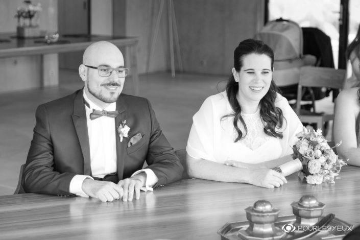 Photographe mariage Genève noir blanc couple marié marier mairie