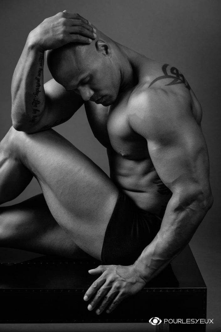 photographe genève glamour lingerie homme noir blanc