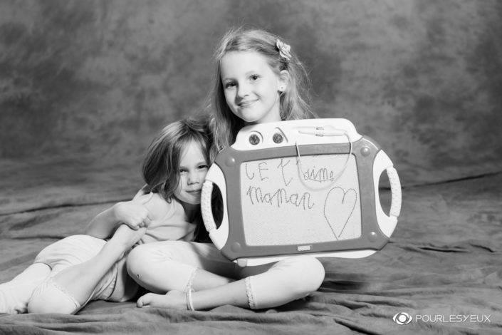 photographe genève suisse enfant famille shooting séance photo noir blanc filles