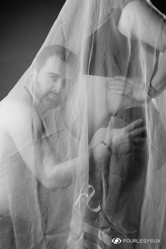 photographe genève carouge séance photo shooting grossesse naissance nouveau né enceinte famille maquilleuse maquillage maternité couple père papa portrait noir blanc