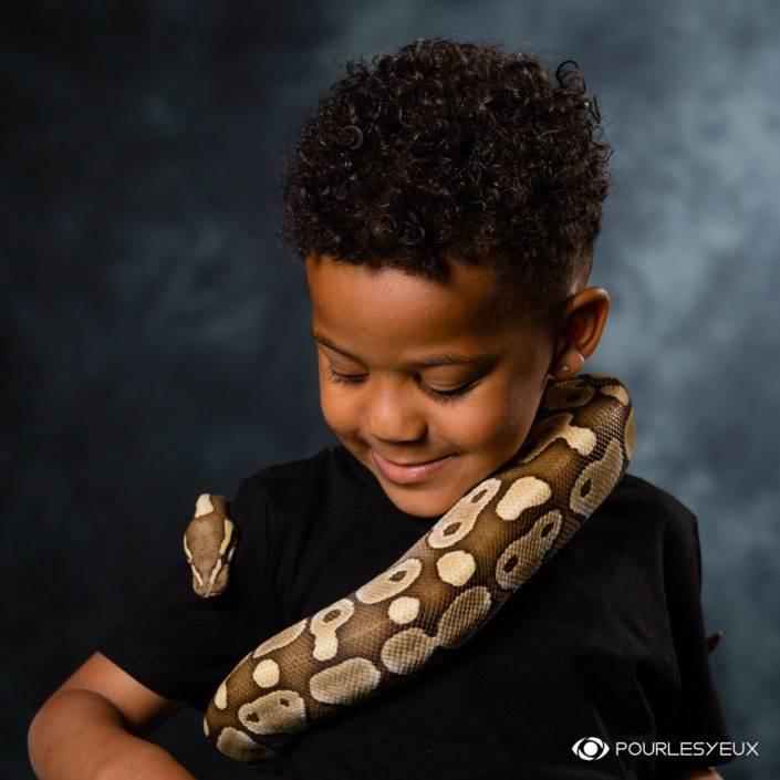 Séance photo et d'Initiation aux serpent avec un enfant
